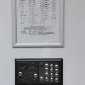 tablo s telefónom - 01